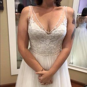 NWT lace and beaded wedding dress